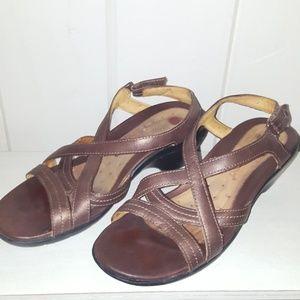 7a8fb854b7f9af Clarks sandals size 8.5
